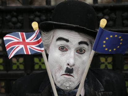 Manifestantes antibrexit frente al Parlamento británico en Londres durante la votación indicativa.