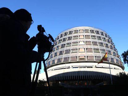Medios de comunicación a las puertas del Tribunal Constitucional.