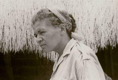 Sarah Maldoror durante el rodaje en Argelia de 'Des fusils pour Banta', filme que nunca se llegó a montar y que le supuso la expulsión del país africano.