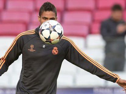 Varane, en el entrenamiento del Estadio Da Luz.