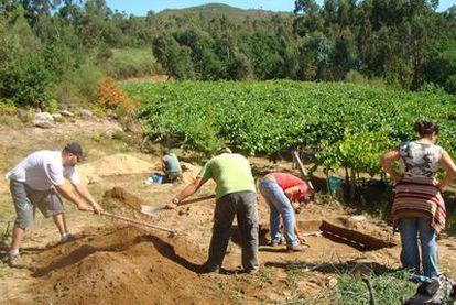 Excavaciones en el yacimiento paleolítico inferior de O Cabrón, en Arbo.