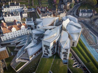 Vista aérea del edificio del Parlamento Escocés, obra del arquitecto catalán Enric Miralles, en Holyrood, Edimburgo.