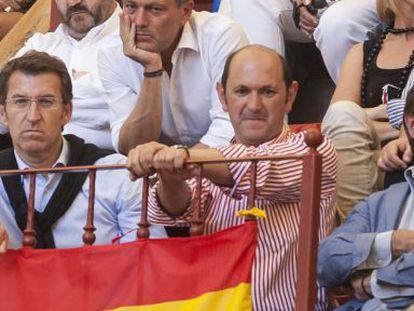 Feijóo, Louzán y Pachi Lucas, supuesto conseguidor de la trama de Crespo, en los toros en Pontevedra en 2011