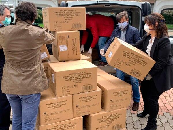 Llegada de las primeras 100.000 mascarillas a Pozuelo de Alarcón. AYUNTAMIENTO