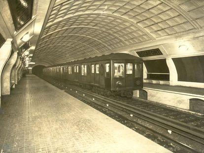 La estación de Rocafort de la línea 1 del metro de Barcelona, antes de su remodelación en 1988.