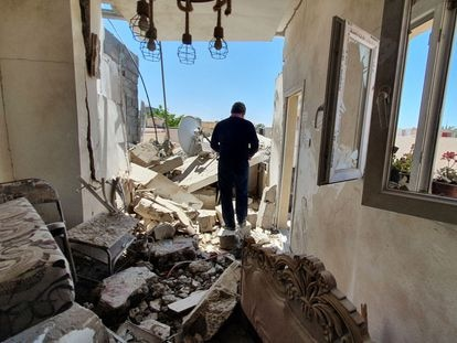 Un edificio dañado en Trípoli por los bombardeos de las fuerzas de Jalifa Hafter, el pasado mayo.