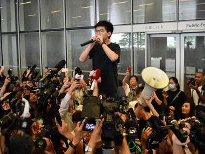 El líder estudiantil ha salido este lunes de la cárcel tras cumplir una sentencia por aquellas protestas, en plena nueva ola de movilizaciones ciudadanas en Hong Kong