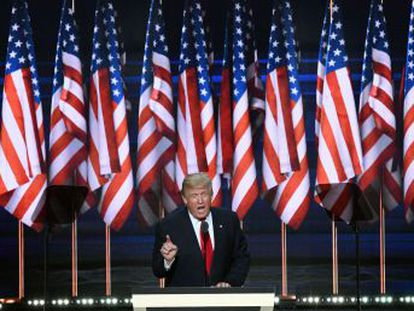 En el discurso en el que aceptó su nominación, el empresario describe un país sumido en la violencia y retrata a su rival, Hillary Clinton, como una mujer corrupta e incapaz