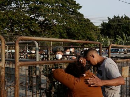 Relatives of prisoners await news outside the Litoral Penitentiary in Guayaquil, Ecuador, Wednesday, September 29, 2021. The authorities report at least 100 dead and 52 injured in a riot on Tuesday at the prison. (AP Photo / Angel DeJesus)