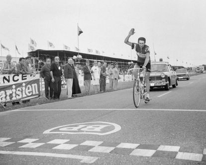 Roger Pingeon, ganando una etapa del Tour de 1968.
