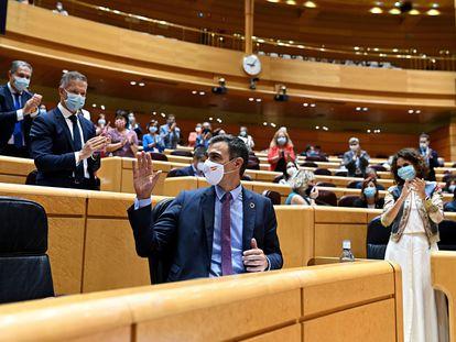 El presidente del Gobierno, Pedro Sánchez, recibe el aplauso de la bancada socialista el pasado 8 de septiembre.