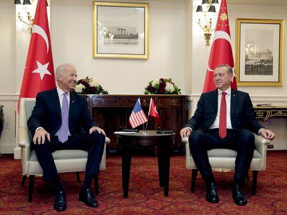 Joe Biden, entonces vicepresidente de EEUU, recibe al presidente turco, Recep Tayyip Erdogan, en Washington en marzo de 2016.