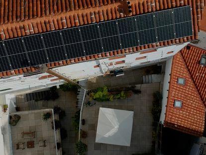 Compartir placas solares en una comunidad de vecinos