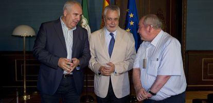 Francisco Carbonero, José Antonio Griñán y Manuel Pastrana, ayer en el Palacio de San Telmo.