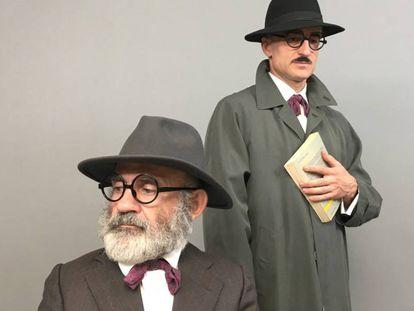 Emilio Gavira, en primer término, y David Luque, los protagonistas de 'Enigma Pessoa'.
