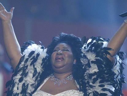 Aretha Franklin en una actuación en el Radio City Music Hall de Nueva York en 2001. En el vídeo, paseo por los objetos personales de Robin Williams que se subastarán.