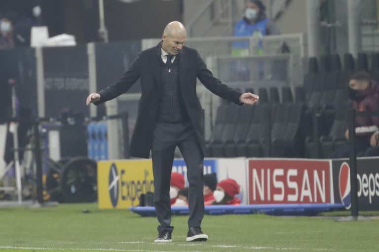 Zidane, en un momento del partido en San Siro.