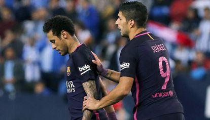 Neymar, junto a Luis Suárez cuando el brasileño fue expulsado en Málaga.