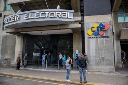 Ingreso a una de las sedes del Consejo Nacional Electoral (CNE), el 22 de junio de 2020, en Caracas.