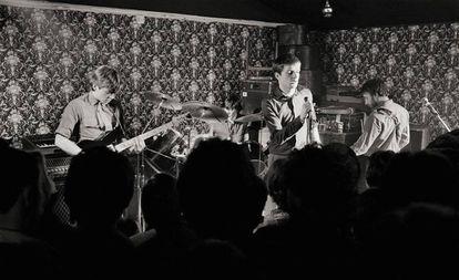Los miembros de Joy Division, Bernard Sumner, Stephen Morris, Ian Curtis y Peter Hook, en un concierto en Mánchester en 1979.