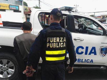 Una aprehensión por parte de la Fuerza Pública de Costa Rica.