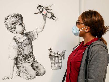 La obra de Banksy, cuando aún lucía en el Hospital General de Southampton.