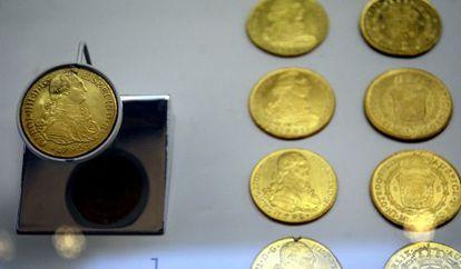 Varias monedas de oro pertenecientes al tesoro de la fragata Nuestra Señora de las Mercedes que se expone en el ARQUA de Cartagena.