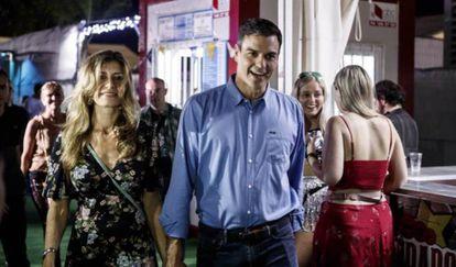 El presidente del Gobierno, Pedro Sánchez, junto a su mujer, Begoña Gómez, en el FIB.