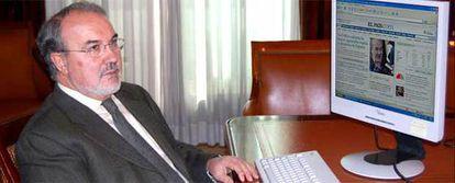 El vicepresidente del Gobierno, Pedro Solbes, responde a las preguntas de los lectores de ELPAÍS.com