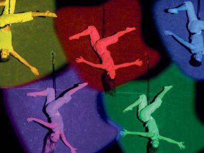 Actuación de una compañía de danza aérea argentina en Bogotá.