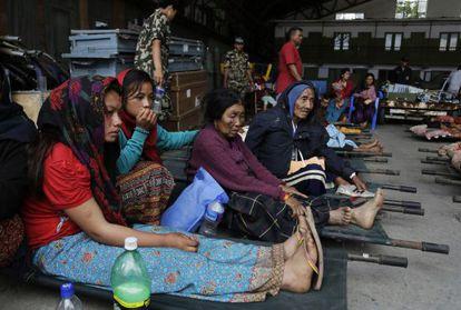 Víctimas del terremoto en el aeropuerto de Katmandú.