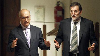 Rajoy con Duran en el pasillo del Congreso en julio de 2012.