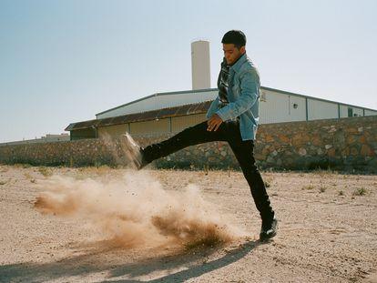 Juan Paul Florez Vasquez nació en México y emigró a California. Sueña con ser cineasta. Aquí posa para CK1 en El Paso (Texas), donde reside.