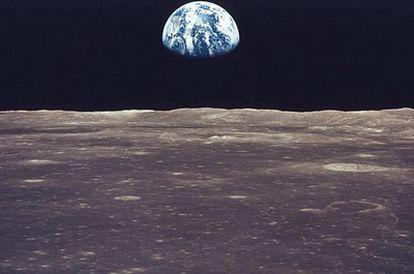 La Tierra vista desde la Luna observada desde una de las misiones Apolo
