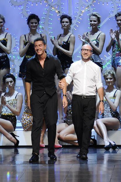 Los diseñadores Domenico Dolce y Stefano Gabbana, en la pasada pasarela de Milán, en septiembre de 2011. Los modistos están acusados de evasión de impuestos.