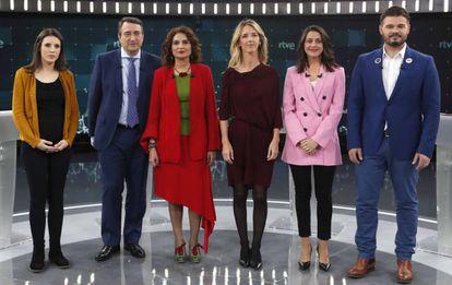 Irene Montero, Aitor Esteban, Maria Jesús Montero, Cayetana Álvarez de Toledo, Inés Arrimadas y Gabriel Rufian, poco antes del debate electoral en TVE.