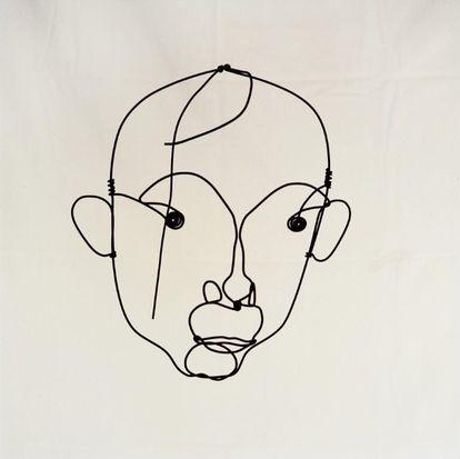 Retrato de Miró realizado por Alexander Calder hacia 1930 en aluminio.