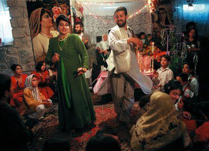 Boda clandestina celebrada en Herat en 2001 en la que se bailó la banda sonora de la película 'Titanic' y música iraní