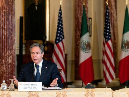 El secretario de Estado de EEUU, Antony Blinken, durante una videollamada con el canciller mexicano, Marcelo Ebrard, en febrero pasado.