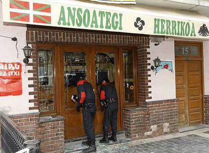 <i>Herriko taberna</i> de Lazkao que fue atacada ayer por una víctima del terrorismo.