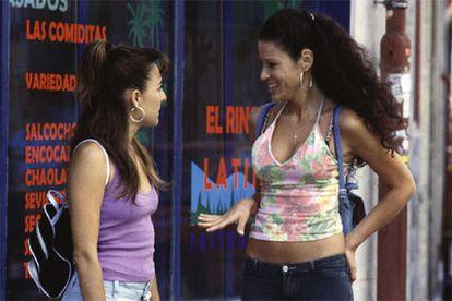 Candela Peña, izquierda,  y Micaela Nevárez, en <i>Princesas.</i>