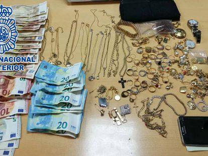 Material decomisado a los dos ladrones detenidos.