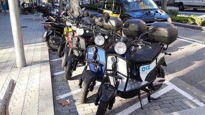 Motos eléctricas con licencia del Ayuntamiento de Barcelona de las empresas Oiz, Avant, Tucycle e Iberscot.