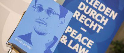 Retrato de Edward Snowden, filtrador del espionaje de la NSA.