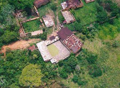 Vista aérea de pozas de maceración de hojas de coca descubiertas ayer en la Selva Central de Perú.