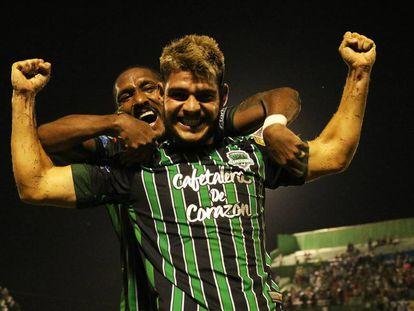 Costa y Hernández, durante la final por el ascenso.