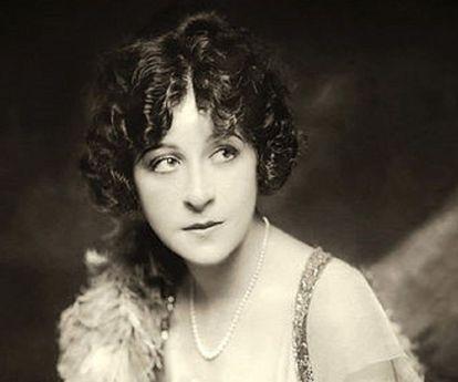 La cantante y actriz Fanny Brice (1891– 1951) se hizo una rinoplastia.