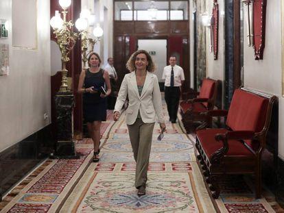 La presidenta del Congreso, Meritxell Batet, en un pasillo de la Cámara baja.