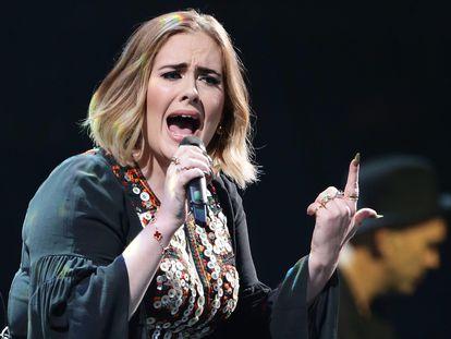 Adele, en un concierto en primavera de 2016.