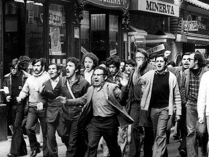 Manifestación en Barcelona de obreros de la construcción a finales de los años 70.